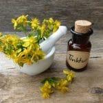 Johanniskraut als Öl und Tinktur